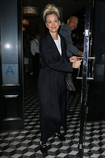 Kaley Cuoco At Craigs Restaurant In West Hollywood