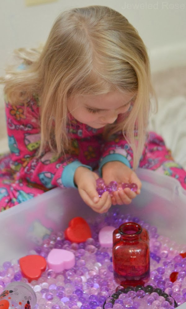 How to make scented water beads for kids play & learning activities #waterbeads #howtomakewaterbeads #kidssensoryactivities #activitiesforkids #growingajeweledrose