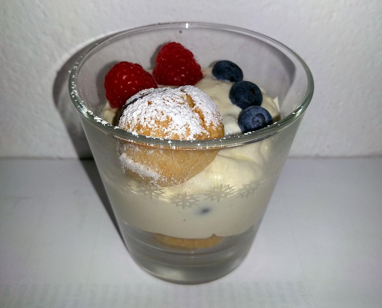 diese solche und andere rezepte vanilledessert mit windbeutel und fr chten. Black Bedroom Furniture Sets. Home Design Ideas