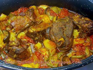 Κατσικάκι με καλοκαιρινά λαχανικά στη γάστρα - από «Τα φαγητά της γιαγιάς»