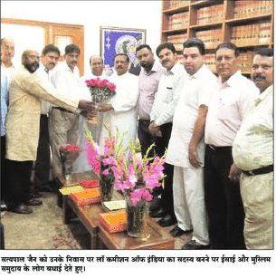 सत्य पाल जैन को उनके निवास पर लॉ कमीशन ऑफ़ इंडिया का सदस्य बनने पर ईसाई और मुस्लिम समुदाय के लोग बधाई देते हुए
