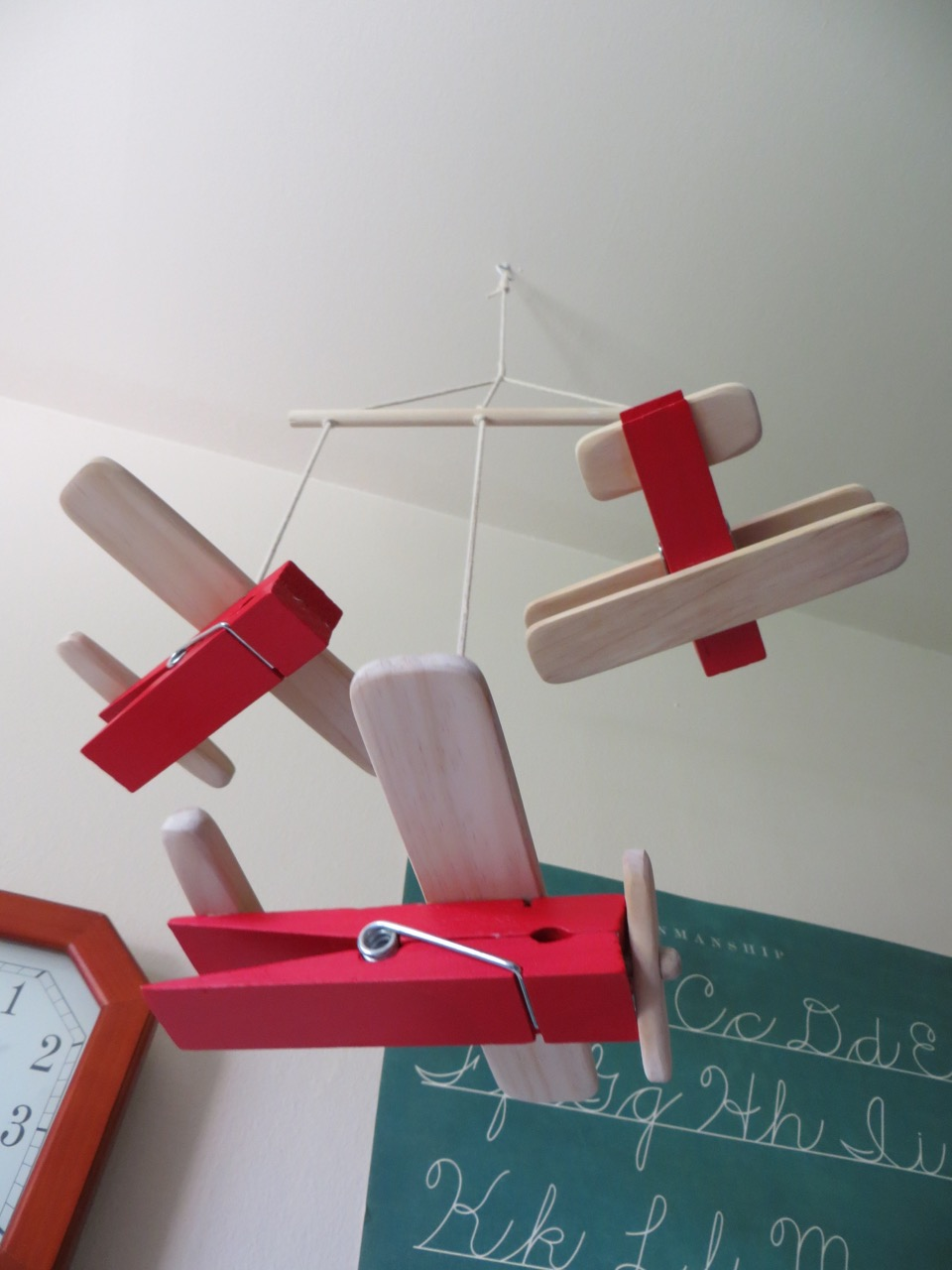 diy wooden clothespin airplane toys or baby mobile the project lady. Black Bedroom Furniture Sets. Home Design Ideas