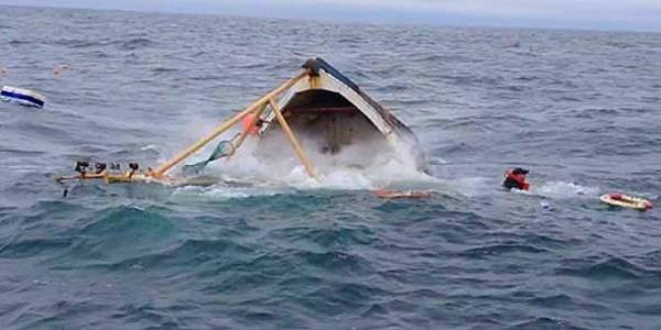 مصرع بحارة و نجاة آخرين في حادث غرق قارب للصيد ببوجدور !