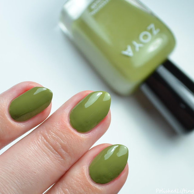 green nail polish swatch