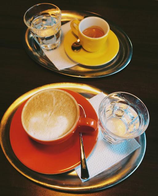 Kaviareň Škodovka je krásny farebný priestor.