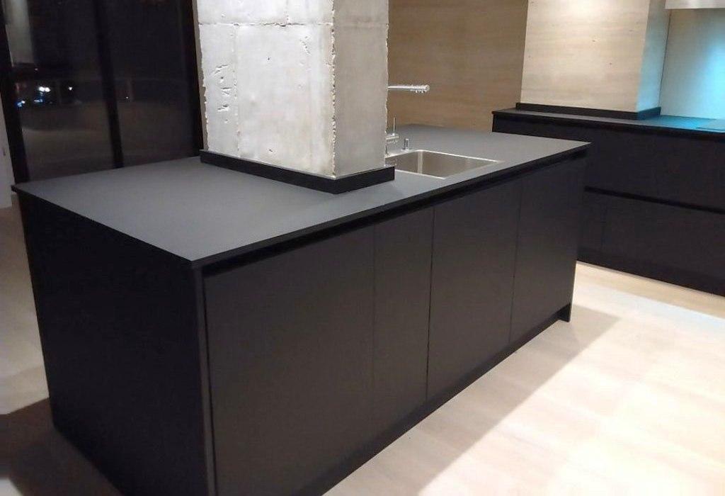 Atractiva y pr ctica una cocina con el fuerte car cter for Muebles de cocina modernos con isla