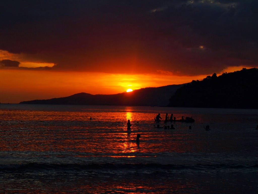 Place sunset cove beach resort in morong bataan sheng for Sunset lodge