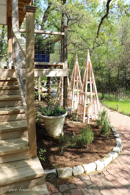 French Country Peach Tuteur Trellises capture your attention as soon as enter the walkway