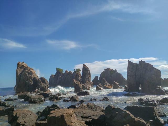 Pantai Gigi Hiu Lampung