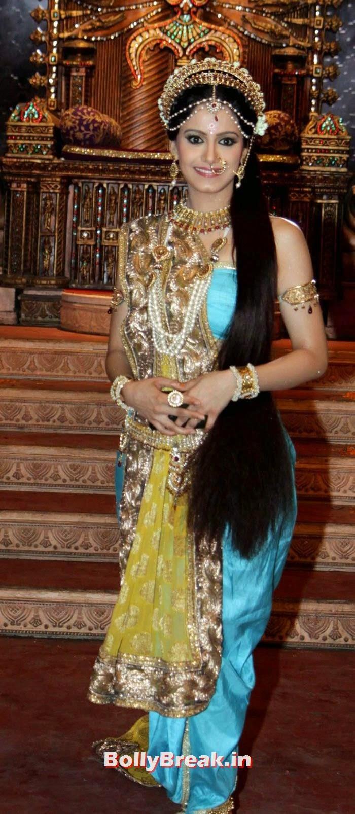 Cheshtha Mehta Ver long hair
