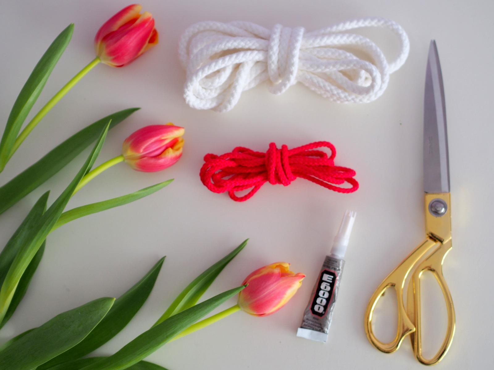 DIY: valentínsky náhrdelník z hrubého motúza, šnúrky alebo lana