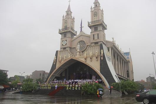 Ngày thứ Ba: Kính viếng và cầu nguyện cho Đức cha Phanxicô Xaviê Nguyễn Văn Sang