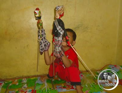 FOTO 4 : Gigin suka wayang golek