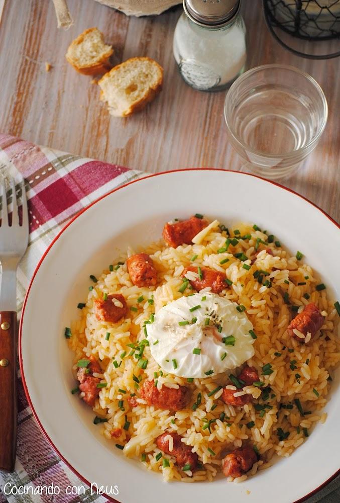 Cocinando con neus arroz salteado con chistorra y huevo poch for Cocinando 1000 huevos