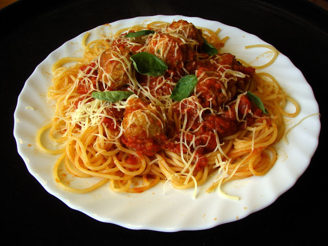 spaghetti Klopsiki z makaronem Jamiego Olivera