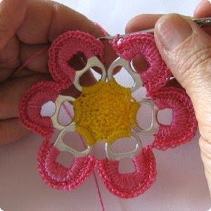 flor-tejida-anilla-reciclada