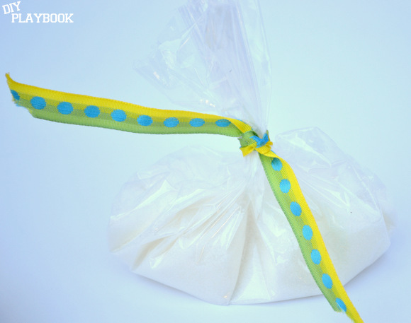 Gift for a Summer BBQ: it's a bag of sugar | DIY Playbook