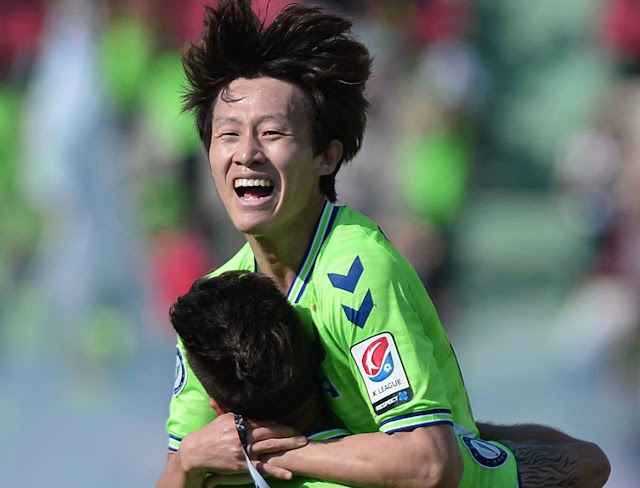 Lee Jae-sung celebrates scoring a sublime effort for Jeonbuk Hyundai motors against Incheon United
