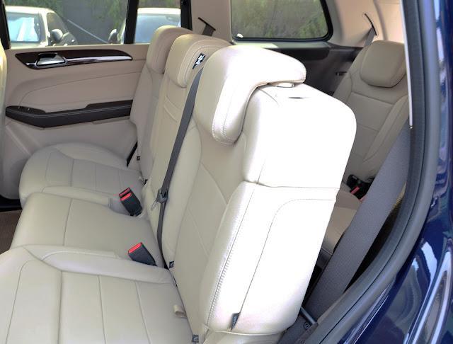 Băng sau và khoang hành lý Mercedes GLS 350 d 4MATIC thiết kế rộng rãi