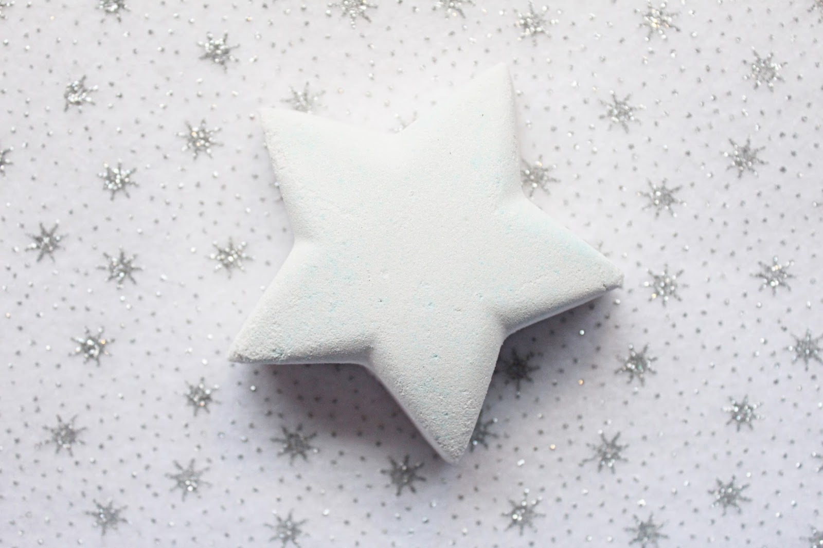 Lush Star Dust Bath Bomb Review (+ DEMO)