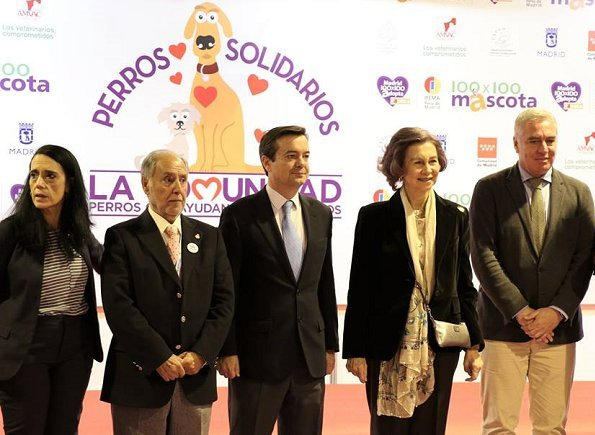 Queen Sofia of Spain visited the 8th edition of 100x100 Mascota 2018 Fair held at IFEMA in Madrid, Spain. Queen Letizia, Infanta Sofia 11th birthday
