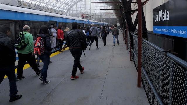 El tren Roca volvió renovado a La Plata