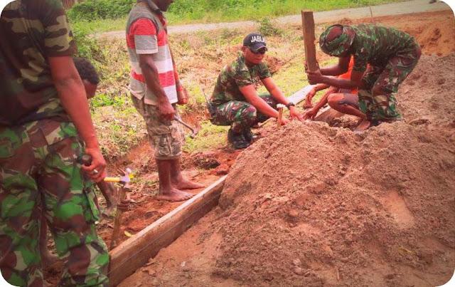 Koramil Bade dan Masyarakat Bangun Jalan Kampung Gimika