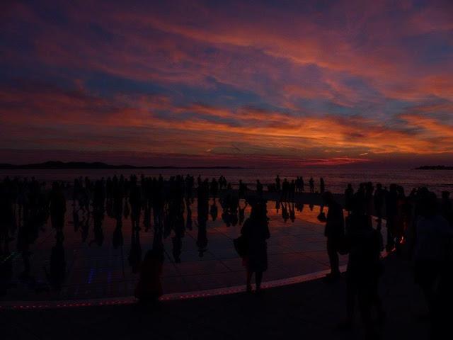 Kroatien Rundreise Camping Zelten Campingtrip Individual reisen Urlaub Sommer Dalmatien Zadar Meeresorgel Lichtinstallation Gruß an die Sonne Sonneuntergang