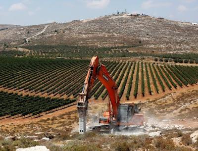 Começa a construção da colônia de Amichai