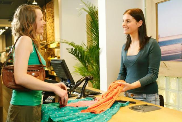 Ζητείται πωλήτρια για εργασία σε κατάστημα γυναικείων ενδυμάτων