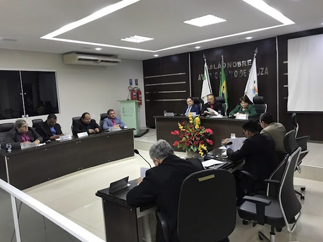 A Câmara Municipal de Pau dos Ferros realizou a 12ª Sessão Ordinária nesta quinta-feira, 17 de maio. Os trabalhos foram dirigidos pelo presidente da Casa Legislativa, Vereador Eraldo Alves.