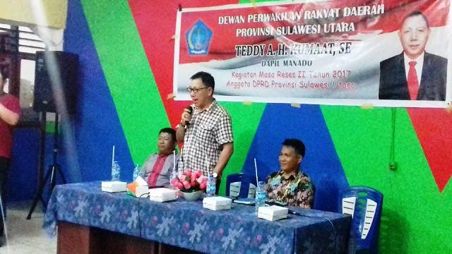 Anggota DPRD Sulut Teddy AH Kumaat saat melaksanakan reses di Kelurahan Wenang Selatan.