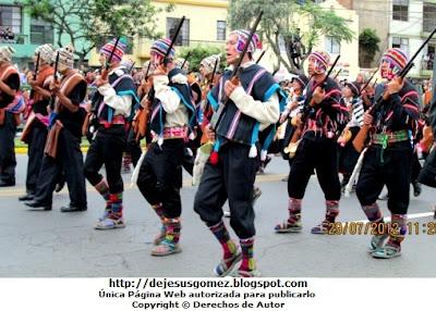 Foto de hombres y mujeres del Comite de Autodefensa del Corredor de la Sierra por Jesus Gómez
