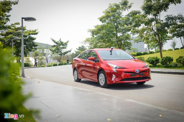 Xe Toyota sắp bán tại Việt Nam với khả năng chạy 100km chỉ tốn 10 lít xăng 02