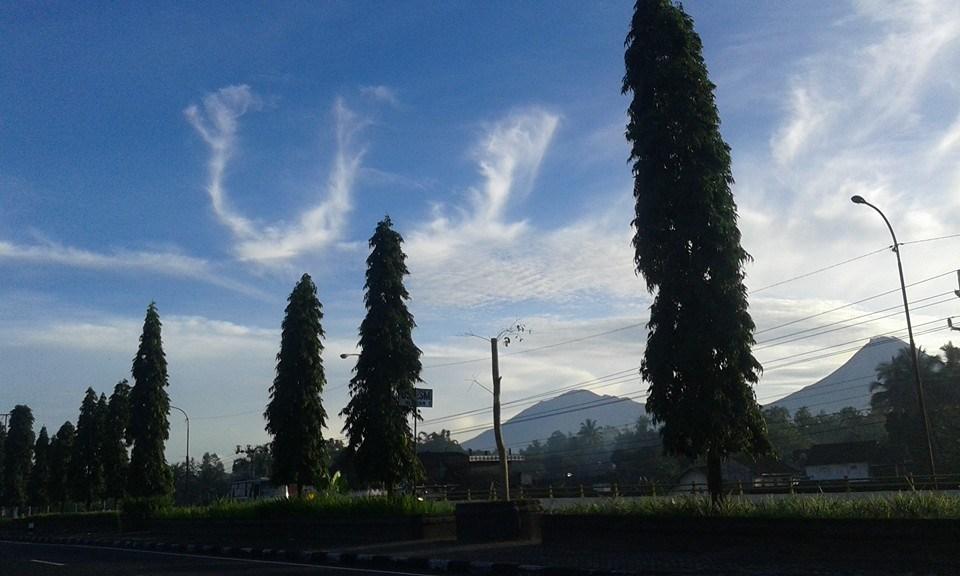 Subhanallah, Awan Bertuliskan Lafadz Allah Hiasi Langit Jogja Pagi ini