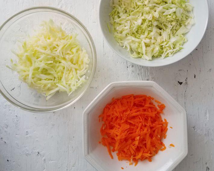 Tallos de brócoli, zanahoria y repollo, brocoli slaw