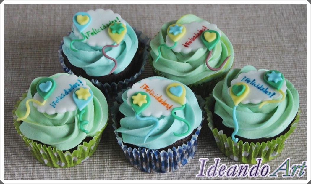 Cupcakes decorados con nubes y globos