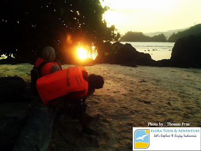 mengabadikan sunset pulau kiluan