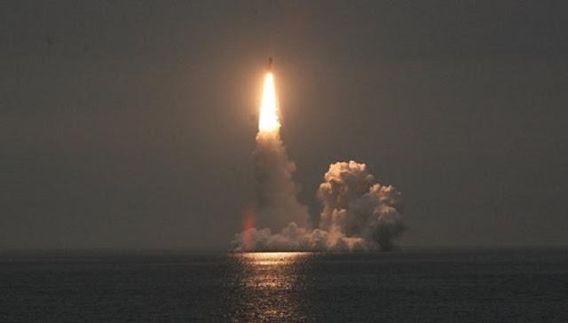 """تحديد قوة الصاروخ البالستي الروسي """"بولافا""""أقوى بـ160 مرّة من قنبلة هيروشيما !"""