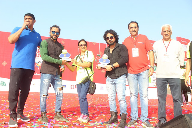 9. Sharib & Toshi  felicitated by Aslam Shaikh