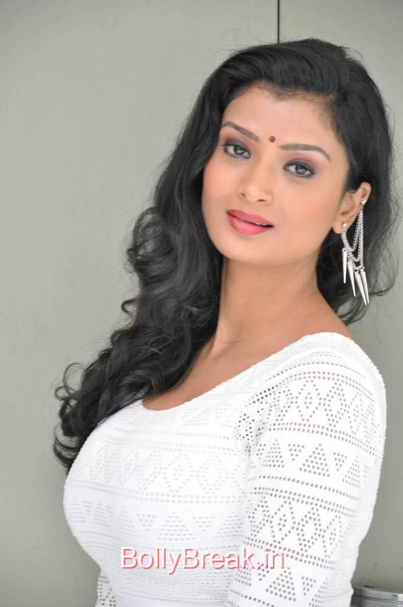 Telugu Actress Ishita, Actress Ishita Face Close Up Hot HD Pics
