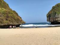 15 Spot Foto Pantai Greweng Gunung Kidul Yogyakarta : Info Lengkap, Rute Lokasi, Harga Tiket, Misteri, Fasilitas