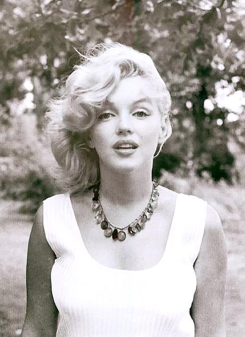 Marilyn Monroe Living Room Decor: Mca Dies: Marilyn Monroe Mental Illness