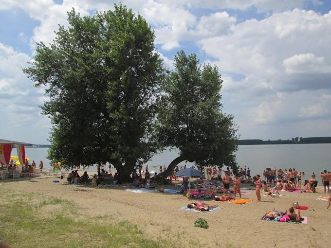 Plaja Başcov, preferată de calafeteni şi de străini