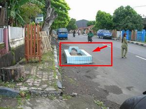 Kuburan ditengah jalan dikota Ternate