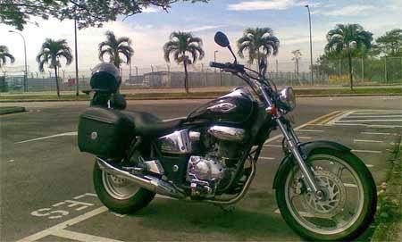 Motor Honda bergaya Harley Davidson