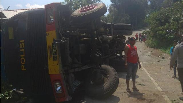 Amankan Kunjungan Jokowi, Truk Brimob Terguling, 1 Polisi Meninggal