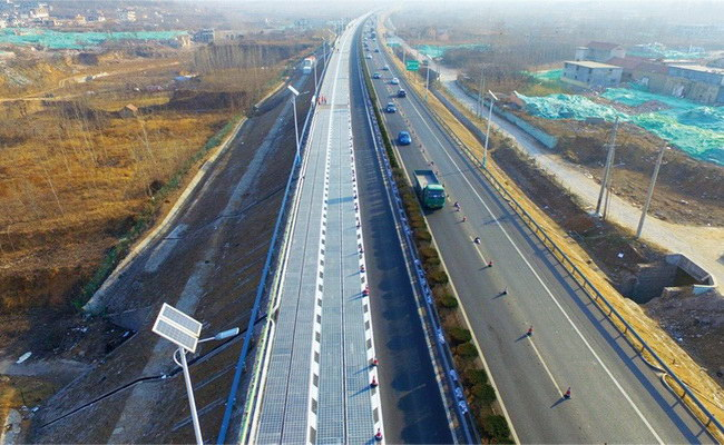 Tinuku China unveiled solar panel highway in Jinan
