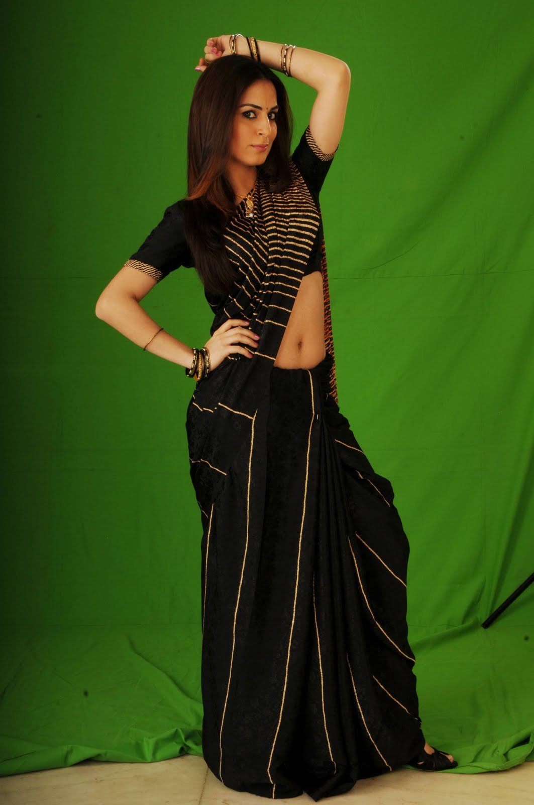 Shraddha arya photoshoot in black saree