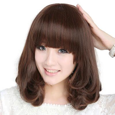model rambut pendek sebahu dengan poni